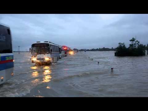 Quốc lộ 1A bị ngập tại Hà Tĩnh