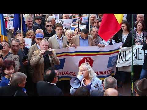 Погляд: Як у Чернівцях представники румуномовної громади пікетували обласну державну адміністрацію