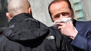 Infortunio per Berlusconi a Portofino, si ferisce al labbro