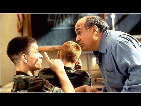 """""""Un poeta entre reclutas"""" (Renaissance Man) 1994 trailer VO"""