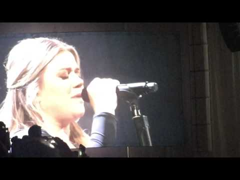 Kelly Clarkson performs Piece by Piece In Vegas at 2017 Plexus Convention