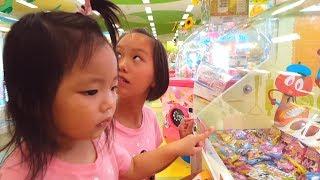 クレーンゲーム1000円対決!番外編 おっきいラムネが欲しかったまーちゃん thumbnail