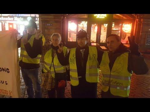 #Aufstehen #GiletsJaunes Flashmob #Antiwar #Berlin #Gelbwesten #YellowVests