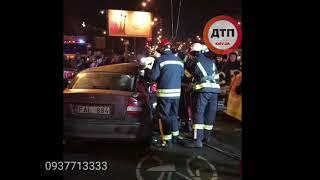 Видео с места: Серьёзное #ДТП с пострадавшими в Киеве на #Перова/#Кибальчича: работают спасатели. од