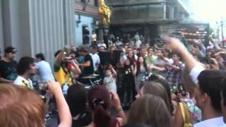 Noize mc - Live Я е#бал ваш первый канал(из окна) Арбат 28.06.11