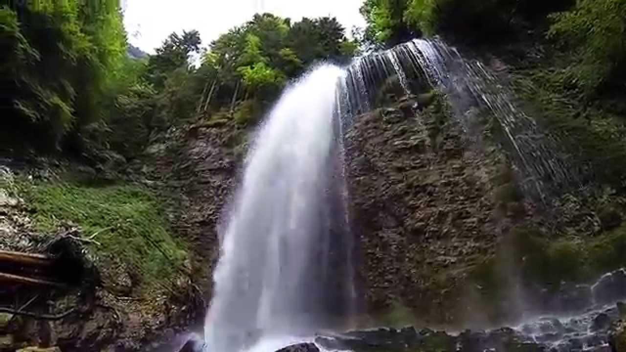 Une L�gende De La Cascade: Grandiose Cascade D'eau , Chute D'eau