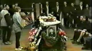 Юрий Хой Клинских - похороны(Юрий Хой Клинских - похороны 06.07.2000., 2010-03-24T16:37:53.000Z)