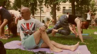 YOGA FLASH MOB - Międzynarodowy Dzień Jogi w Łodzi 19.06.2016
