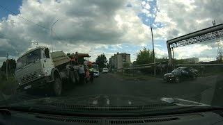 Суровые Асиновские асфальтоукладчики поломали КАМАЗ(, 2016-06-07T11:31:37.000Z)