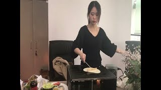 Cooking pancakes on computer cover: Chinese 'office chef' becomes internet sensation