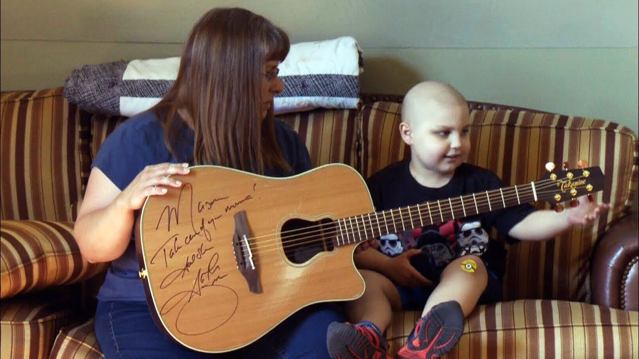 Garth Brooks stops concert to gift guitar to cancer survivor - YouTube