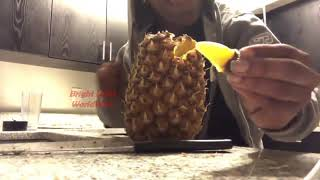 Right way to eąt Pineapple | Viral Pineapple Video