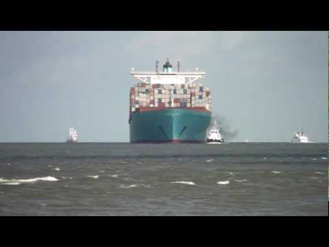 Ebba Maersk (398m) einlaufend Bremerhaven 01.07.2012; Begegnung mit Cap San Diego!