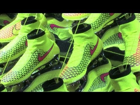49b8c66651 Nike apresenta chuteira  Magista  - YouTube