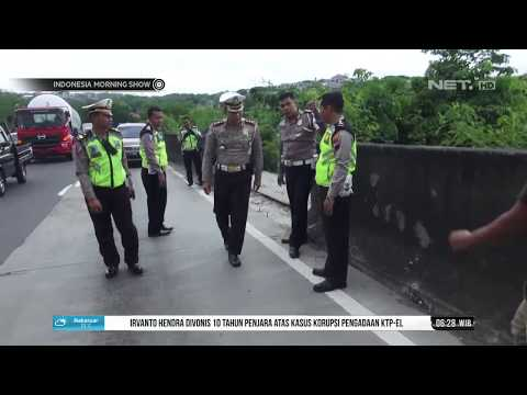 Petugas Olah TKP Kejadian Kecelakaan Truk Tabrak Taksi- IMS Mp3