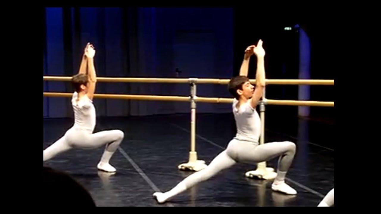 Cours de danse classique gar ons barre ballet boys for Barre danse