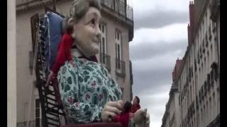 Royal de Luxe -   Le Mur de PLanck - Le réveil de la Grand mère