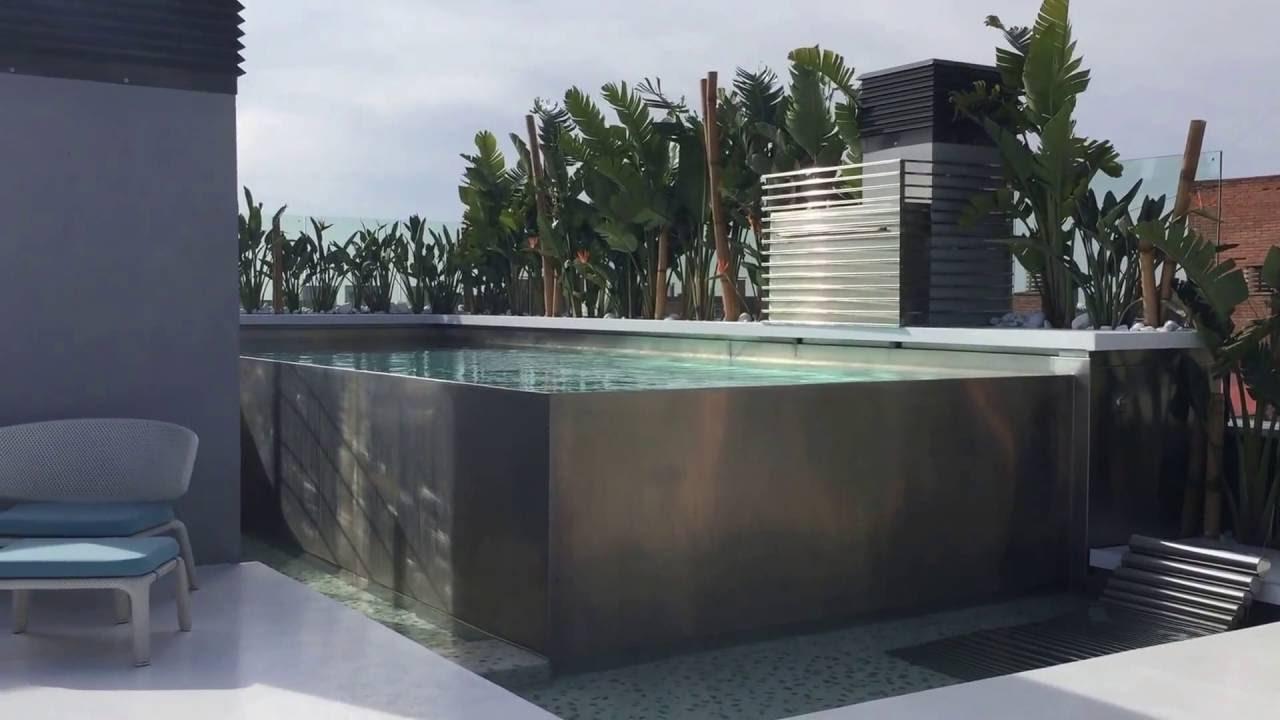 Piscina de acero inoxidable desbordante en terraza tico for Piscinas desmontables para terrazas