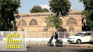 Traffic Outside Siddi Saiyyed Masjid In Ahmedabad