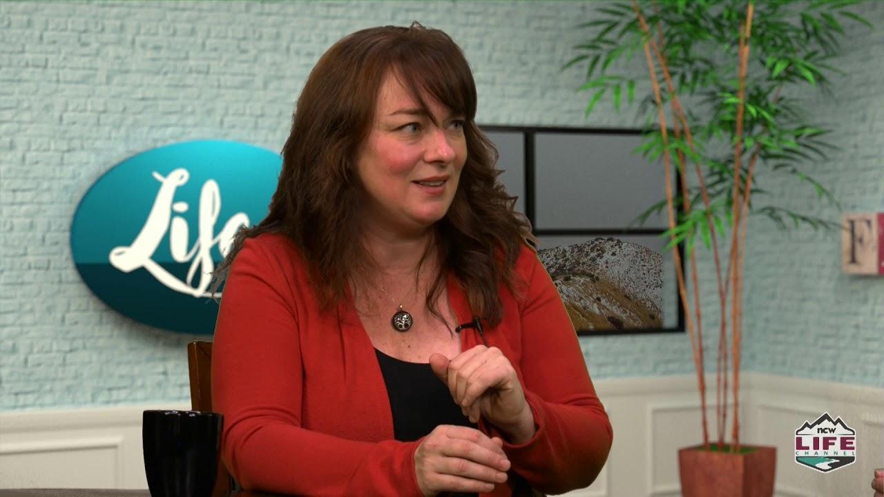 Life with Lisa Bradshaw S3E10 Annie LaCroix & Megan Kovanen