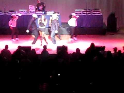 Everybody Get Up - Salt n Pepa (Live)