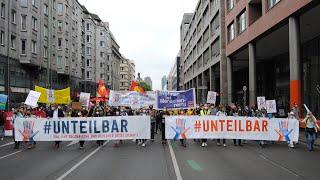 """""""Unteilbar""""-Demo – 10.000 Menschen demonstrieren für Solidarität"""