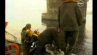 Грузовик упал с Крюковского моста. Кременчуг 8 ноября 2005 года.