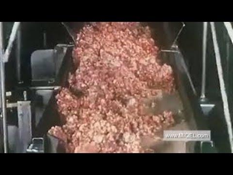 Страшный рабочий инцидент: мужчина упал в мясорубку