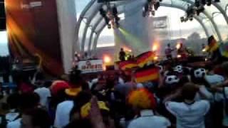 23.06.2010 Fanmeile Berlin Deutschland - Ghana : WM 2010 wir werdn als Sieger gehn