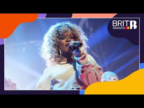 Download Rihanna - We Found Love (Live at The BRITs 2012)