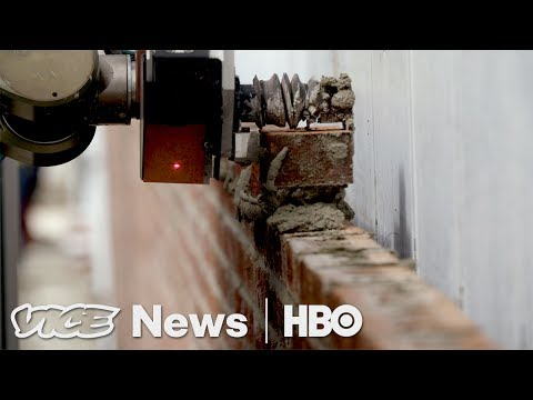 This Bricklaying Robot Can Build Walls Faster Than Humans (H
