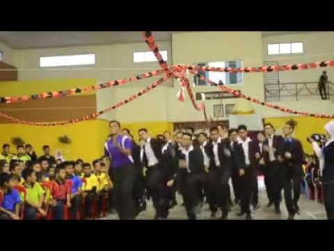 Budak sekolah buat lagu mohabatien..  Layan...