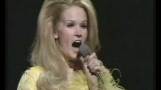 Lynn Anderson - I Beg Your Pardon, I Never Promised You A Rose Garden (BBC Top Of The Pops) thumbnail