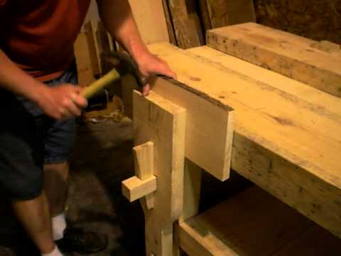 Operation of an all-wooden vise for my wood working bench.