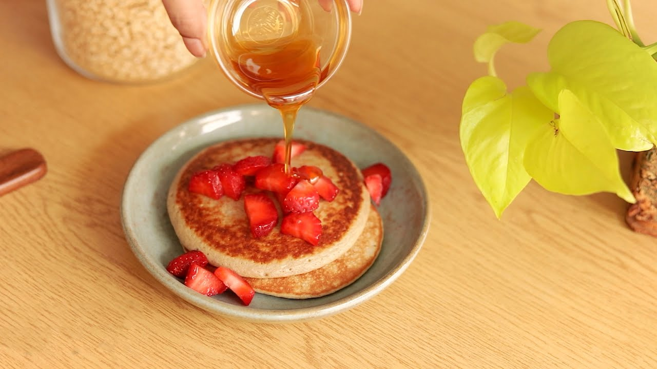 6 Healthy Breakfast Recipes with oats- 3 ingredient Pancakes, smoothie without milk for weight loss