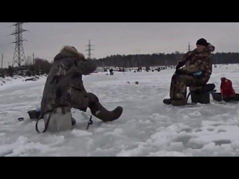 Зимняя рыбалка. Ловля форели в Бисерово. - YouTube