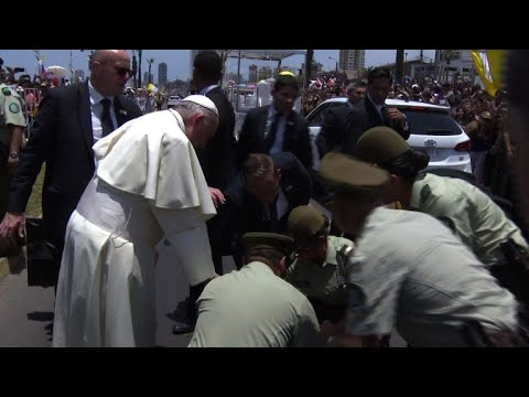 Pope tends to fallen policewoman in Chile