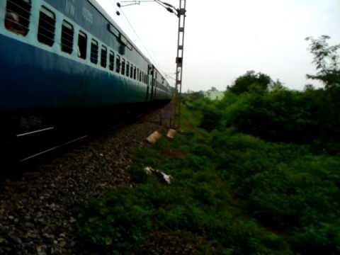 Shalimar Udaipur Superfast Blasting Through Uslapur With SRC WAP-4 In Lead