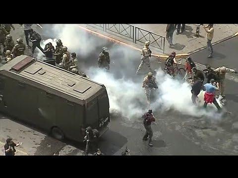 مظاهرات عنيفة تجوب شوارع #تشيلي  - نشر قبل 2 ساعة