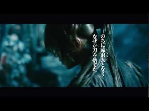 幕末に「人斬り抜刀斎」として恐れられていた伝説の剣客・緋村剣心。 維新後、彼は忽然と姿を消す。 明治10年・東京――。 人々は洋の文化を...