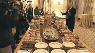 لأجل الجدار كل شيء يهون.. شطائر البيغ ماك على مائدة البيت الأبيض وترامب يدفع الحساب…