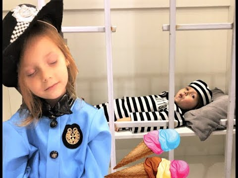 Eva Pretend Play Police Kids Toys. Ice Cream toys!!! Ева играет в профессии!!!