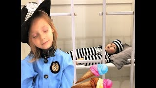 Eva Pretend Play Police Kids Toys. Ice Cream toys!!! Ева играет в профессии!!!
