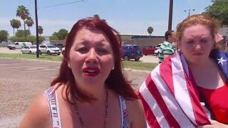 JAV protestuotojai bandė sustabdyti vaikus vežusį autobusą