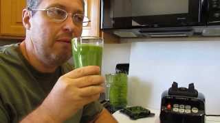 Gambar cover Bright Green Kale Smoothie with Peppermint Tea, Peach, Avocado, Mixed Greens, and Grapes