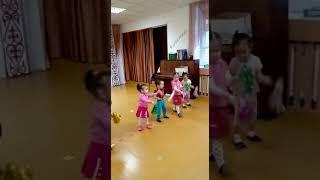 """Садик """"Лингва""""...танец на новый год...))"""