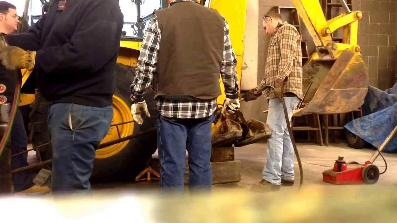 Backhoe stabilizer cylinder repair