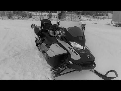 На снегоходе на