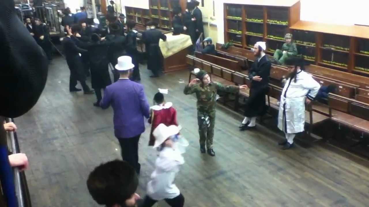 Purim 2012 Singing and Dancing in Satmar shull on Hooper