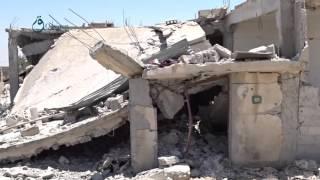 وكالة قاسيون  قصف للنظام بالبراميل المتفجّرة يخلّف دماراً كبيراً في بلدة زمرين بريف درعا 5-12-2015